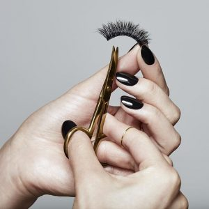 What should you pay attention to when wearing Mink eyelashes?